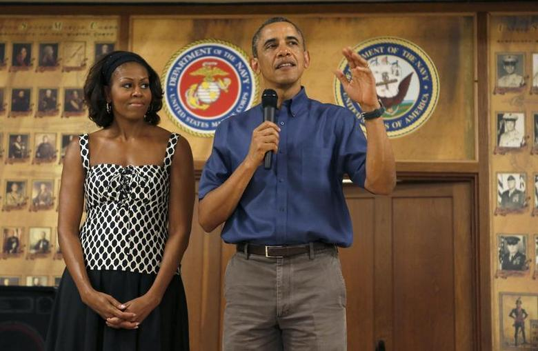 U.S. President Barack Obama and first lady Michelle Obama greet military personnel during a Christmas day visit to Marine Corps Base Hawaii in Kaneohe, Hawaii December 25, 2013. REUTERS/Kevin Lamarque