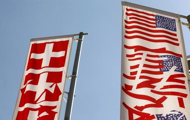 Stylized Swiss and U.S. (R) national flags fly on a roundabout in the town of Obersiggenthal near Zurich May 28, 2013. REUTERS/Arnd Wiegmann