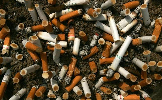 Cigarette butts fill an ashtray outside a construction site in Central, a business district in Hong Kong, October 18, 2006. REUTERS/Paul Yeung