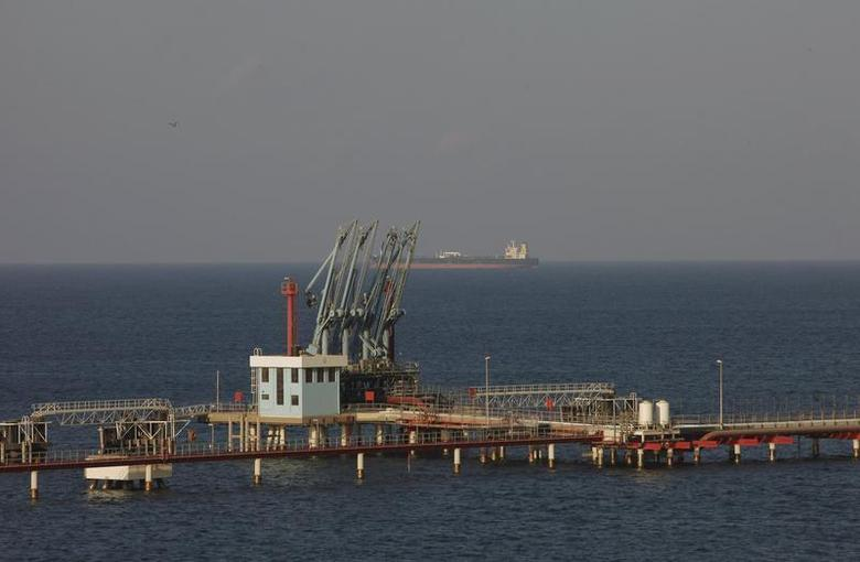 A view of pipelines and a loading berth of the Marsa al Hariga oil port in the city of Tobruk, approximately 1,500 km (932 miles) east of Tripoli August 20, 2013. REUTERS/Ismail Zitouny