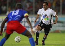 "Veteran star Uruguay's Enzo Francescoli (R) challenges Haiti's Pierre Richard in a friendly soccer match between ""Friends of Haiti"" and Haiti national team in Puerto Ordaz February 26, 2010. REUTERS/Jorge Silva"