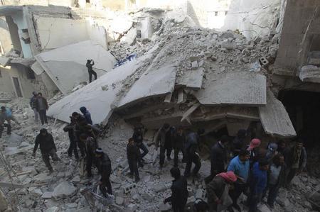 Forças sírias matam 25 em ataque aéreo em Aleppo, segundo ativistas