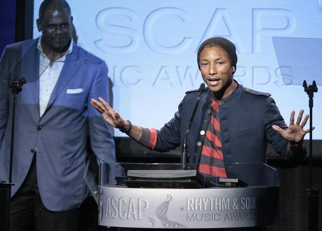 Producer, songwriter and rapper Pharrell Williams (R) accepts the Golden Note Award as Jon Platt, president of EMI Music Publishing, looks on at the 25th Annual American Society of Composers, Authors and Publishers (ASCAP) Rhythm & Soul Music Awards in Beverly Hills, California June 29, 2012. REUTERS/Jason Redmond