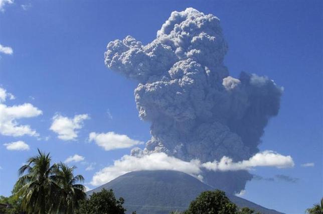 12月29日、中米エルサルバドル東部にあるチャパラスティケ火山が噴火した。今のところ死傷者の報告は上がっていない(2013年 ロイター)