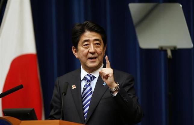 12月30日、安倍晋三首相は、東京証券取引所で行われた大納会で「来年もアベノミクスは買い」と宣言し、政権が進める経済政策の効果に自信を示した。写真は14日、都内で撮影(2013年 ロイター/Toru Hanai)