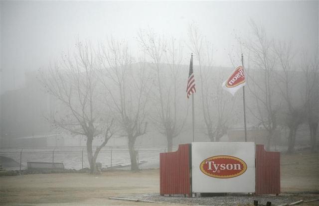 Fog shrouds the Tyson slaughterhouse in Burbank, Washington December 26, 2013. REUTERS/Ross Courtney