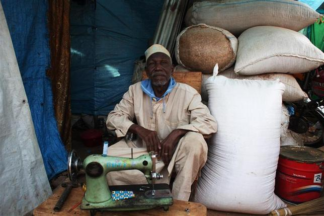 An elderly Muslim man sits in his temporary shop shelter at Ecole Liberte (Freedom School) in Bossangoa, north of the capital Bangui in the Central African Republic, December 30, 2013. REUTERS/Andreea Campeanu