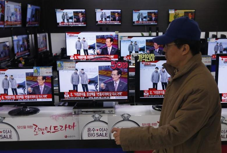 A man walks past televisions showing reports on the execution of Jang Song Thaek, who is North Korean leader Kim Jong Un's uncle, at an electronic store in Seoul December 13, 2013. REUTERS/Kim Hong-Ji