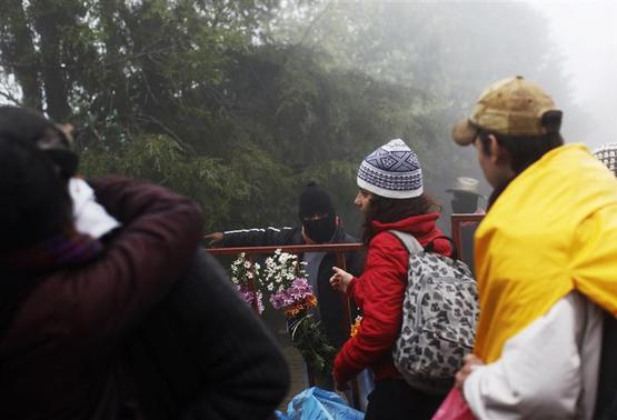A Zapatista shows the way to followers of the Zapatista movement who have come along with thousands of others to celebrate the 20th anniversary of the armed indigenous insurgency in Oventic December 31, 2013. REUTERS-Claudia Daut
