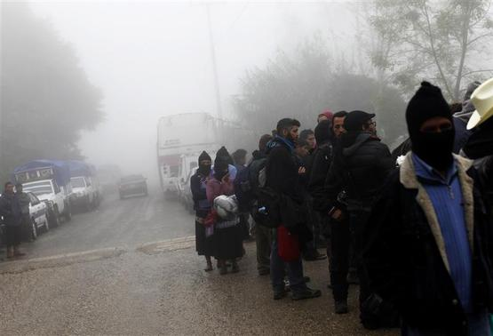Zapatistas and followers of the Zapatista movement wait to enter the area for 20th anniversary celebration of the armed indigenous insurgency in Oventic December 31, 2013. REUTERS-Claudia Daut