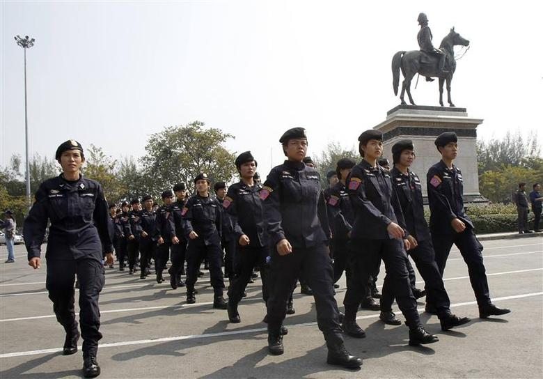 Thai police officers gathers at the Royal Plaza near the Government House in Bangkok December 30, 2013. REUTERS/Chaiwat Subprasom