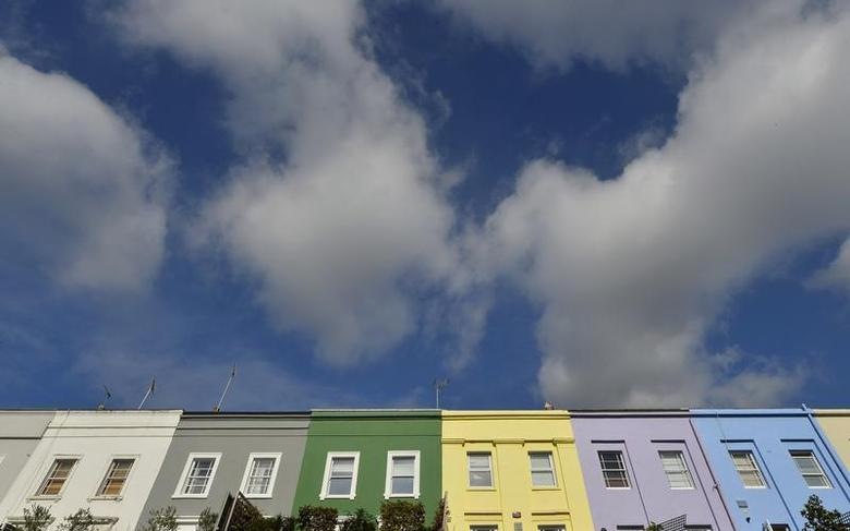 A residential street is seen in Notting Hill in central London October 8, 2013. REUTERS/Toby Melville