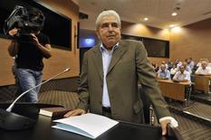 La télévision chypriote a présenté ses excuses jeudi pour avoir diffusé l'avant-veille une partie des voeux de l'ancien président Demetris Christofias (photo) au lieu de ceux de son successeur, Nicos Anastasiades, élu en février 2013. /Photo prise le 22 août 2013/REUTERS/Yiannis Nisiotis