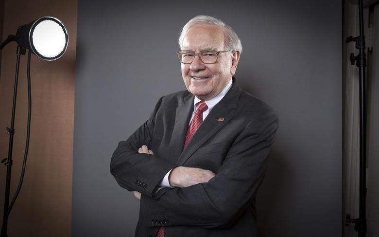 Warren Buffett, Chairman of the Board and CEO of Berkshire Hathaway, poses for a portrait in New York October 22, 2013. REUTERS/Carlo Allegri (