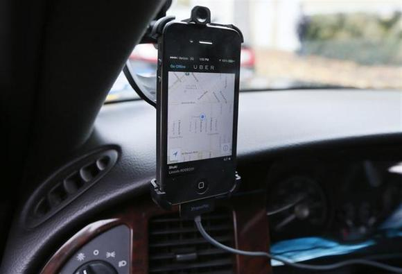 Transportation app Uber is seen on the iPhone of limousine driver Shuki Zanna, 49, in Beverly Hills, California, December 19, 2013. REUTERS/Lucy Nicholson/Files