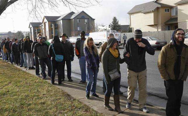 People wait in line to be among the first to legally buy recreational marijuana at the Botana Care store in Northglenn, Colorado in this January 1, 2014 file photo. REUTERS/Rick Wilking
