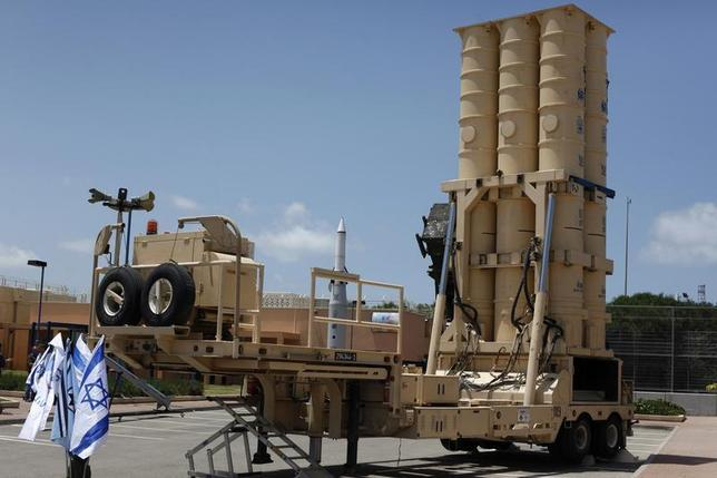 An Arrow II missile interceptor is displayed in front of journalists at an Israeli air defence command in the Palmahim military base south of Tel Aviv May 12, 2011. REUTERS/Nir Elias