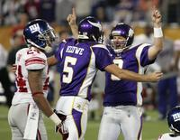 Minnesota Vikings kicker Ryan Longwell (R) celebrates with Chris Kluwe (5) as New York Giants cornerback Terrell Thomas (L) watches after Longwell kicked the game-winning field goal in their NFL football game in Minneapolis, Minnesota December 28, 2008. REUTERS/Andy King