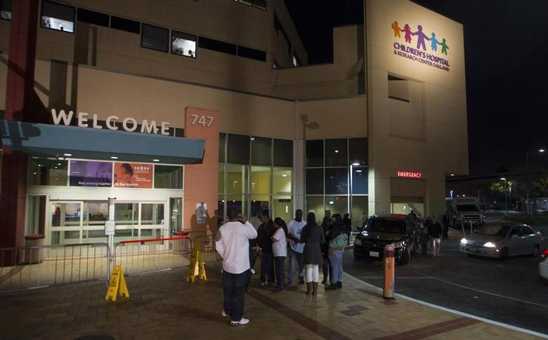 The outside of Children's Hospital and Research Center is seen in Oakland, California, December 30, 2013. The family of 13-year-old Jahi McMath, who was declared brain dead after complications from a tonsillectomy, won an 11th-hour court order on Monday requiring doctors to keep her connected to a breathing machine for at least another week, relatives said. REUTERS/Norbert von der Groeben