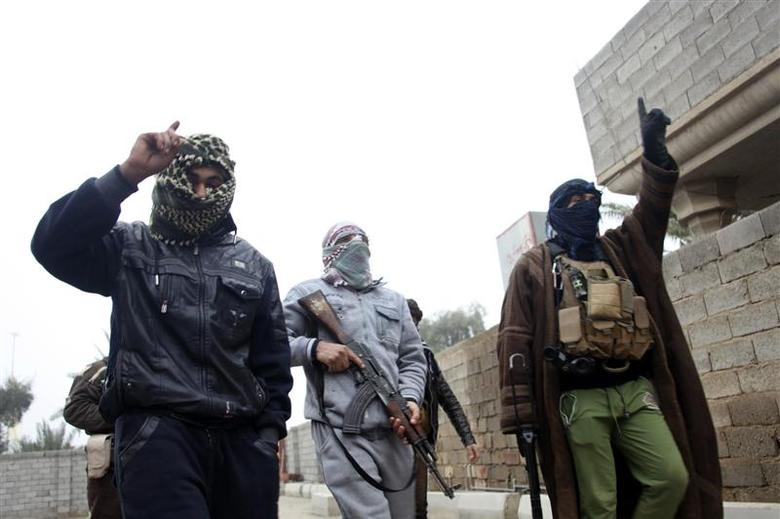 Gunmen fighters walk in the streets of the city of Falluja, 50 km (31 miles) west of Baghdad January 3, 2014. REUTERS/Stringer