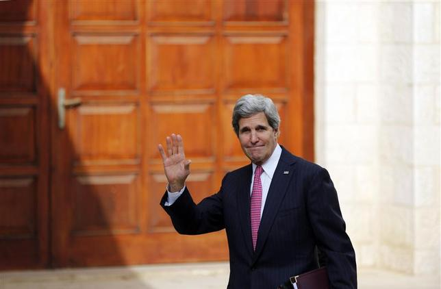 U.S. Secretary of State John Kerry waves upon arrival for a meeting with Palestinian President Mahmoud Abbas in the West Bank city of Ramallah January 4, 2014. REUTERS/Mohamad Torokman
