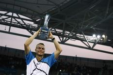 Lleyton Hewitt of Australia holds the Brisbane International men's singles trophy after defeating Roger Federer of Switzerland in Brisbane, January 5, 2014. REUTERS/Jason Reed