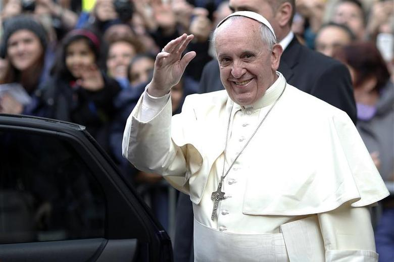 Pope Francis waves as he leaves at the end of his mass at the Church of the Most Holy Name of Jesus in downtown Rome January 3, 2014. REUTERS/Alessandro Bianchi