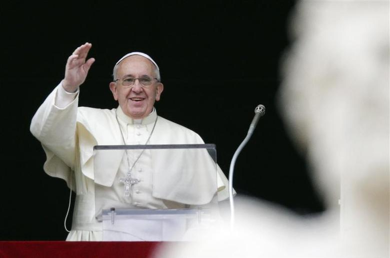 Pope Francis waves as he leads the Angelus prayer from the window of the Apostolic palace in Saint Peter's Square at the Vatican January 5, 2014. REUTERS/Max Rossi