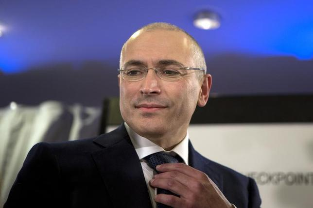 Freed Russian former oil tycoon Mikhail Khodorkovsky attends a news conference in the Museum Haus am Checkpoint Charlie in Berlin, December 22, 2013 file photo. REUTERS/Axel Schmidt