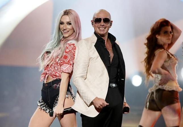 Pitbull performs his song ''Timber'' with Ke$ha (L) at the 41st American Music Awards in Los Angeles, California November 24, 2013. REUTERS/Lucy Nicholson/Files