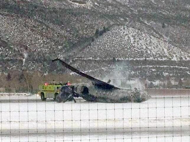 The wreckage of a private jet lies on the runway after it crashed and burned as it landed at Aspen/Pitkin County Airport in Colorado January 5, 2014. REUTERS/C Morris Singer