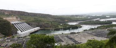 Vista da usina hidrelétrica de Furnas, em Minas Gerais. A carga de energia no sistema elétrico brasileiro aumentou 2,9 por cento em dezembro de 2013 ante mesmo mês de 2012, sendo que a região Sudeste/Centro-Oeste, responsável por 60 por cento da carga no sistema, apresentou recuo no período. 14/01/2013 REUTERS/Paulo Whitaker