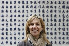 Spain's Princess Infanta Cristina (C) smiles she visits Den Do temple in Bac Ninh province near Hanoi November 20, 2009. REUTERS/Kham