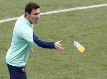 Jogador do Barcelona Lionel Messi durante sessão de treinos no estádio Mini, no Barcelona. Messi foi liberado pelo departamento médico e relacionado pelo técnico Gerardo Martino para o jogo de quarta-feira das oitavas de final da Copa do Rei contra o Getafe, informou o clube nesta terça-feira. 3/01/2014. REUTERS/Gustau Nacarino
