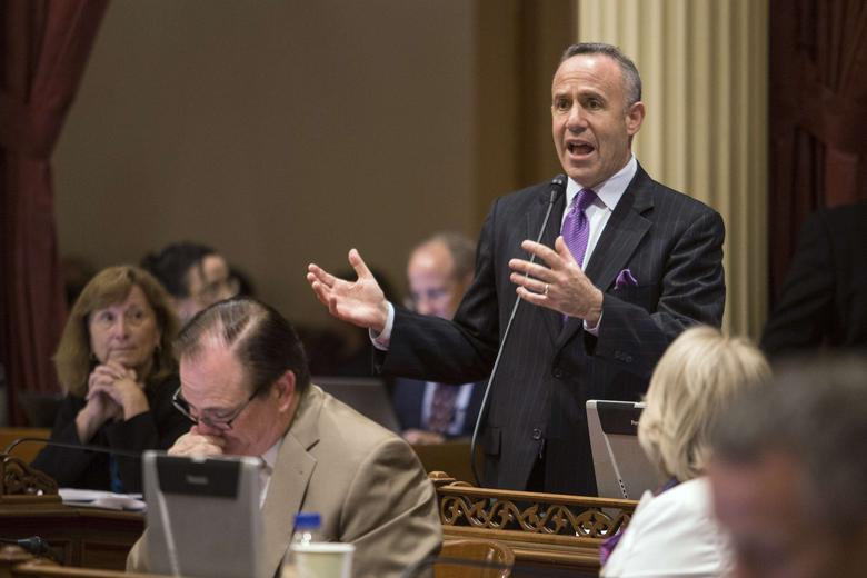 California Senate president pro tempore Darrell Steinberg (D-Sacramento) argues in favor of his bill SB743, which modifies the California Environmental Quality Act, at the State Capitol in Sacramento, California, September 12, 2013. REUTERS/Max Whittaker