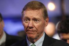 Alan Mulally, le directeur général de Ford, ne partira pas diriger Microsoft et restera à la tête du constructeur automobile au moins jusqu'à la fin de cette année, a rapporté mardi Associated Press. /Photo prise le 12 décembre 2013/REUTERS/Rebecca Cook