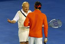 Switzerland's Roger Federer (R) talks with Australian tennis legend Rod Laver at Rod Laver Arena during a charity event in Melbourne January 8, 2014. REUTERS/David Gray