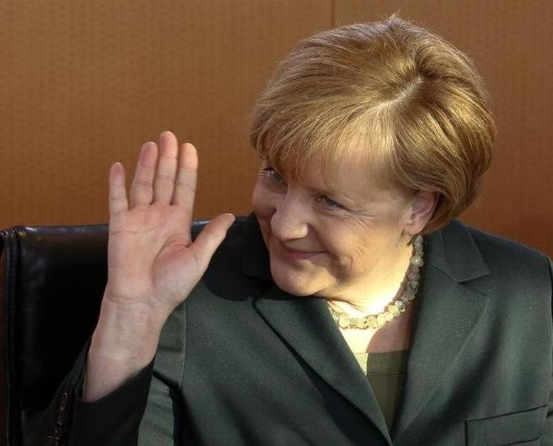 German Chancellor Angela Merkel waves as she leads the first cabinet meeting of the year, at the Chancellery in Berlin, January 8, 2014. REUTERS/Fabrizio Bensch