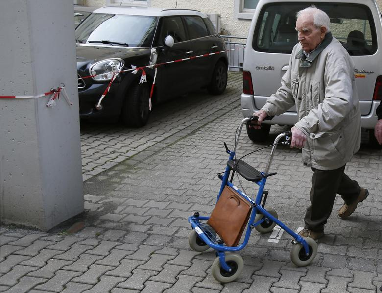 Siert Bruins, a suspected Nazi war criminal, walks to a car in the parking lot of a court after his trial was dismissed due to lack of evidence, in the western German city of Hagen January 8, 2014. REUTERS/Wolfgang Rattay