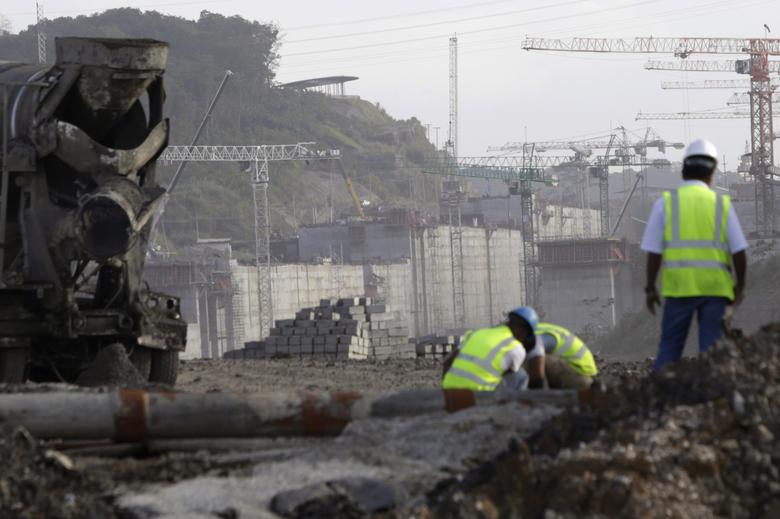 Workers are seen at the construction site of the Panama Canal Expansion project on the outskirts of Colon City January 7, 2014. REUTERS/Carlos Jasso