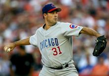 Chicago Cubs pitcher Greg Maddux delivers in the first inning against the New York Mets in their MLB game at Shea Stadium in New York July 24, 2006. REUTERS/Jeff Zelevansky