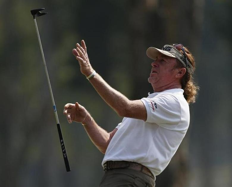 Defending champion Miguel Angel Jimenez from Spain throws his club after missing a putt on the ninth green during the second day of the European Tour Hong Kong Open golf tournament December 6, 2013. REUTERS/Bobby Yip