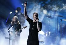 Dan Reynolds of Imagine Dragons performs a medley at the 41st American Music Awards in Los Angeles, California November 24, 2013. REUTERS/Lucy Nicholson