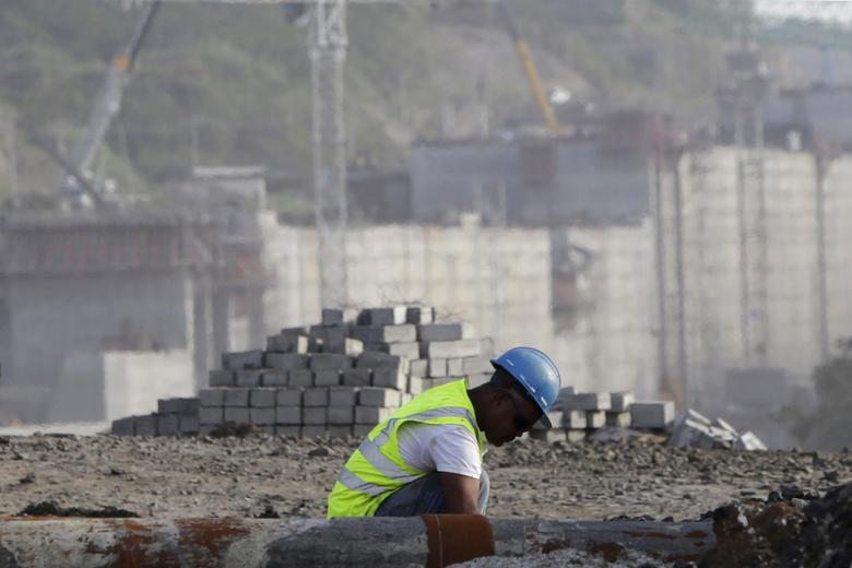A worker is seen at the construction site of the Panama Canal Expansion project on the outskirts of Colon City January 7, 2014.REUTERS/Carlos Jasso
