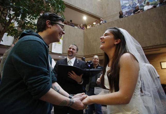 Jax Collins (L) and Heather Collins get married at the Salt Lake County Government Building in Salt Lake City, Utah, December 23, 2013. REUTERS/Jim Urquhart