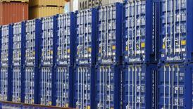 Le déficit commercial britannique s'est légèrement réduit en novembre (à 9,44 milliards de livres (11,4 milliards d'euros) contre 9,65 milliards en octobre), à la faveur notamment d'une reprise des exportations vers les pays européens montrant des signes de reprise économique, selon l'Office national des statistiques. /Photo d'archives/REUTERS/Phil Noble