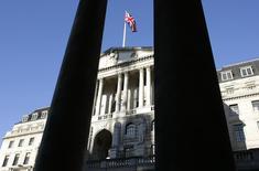 La Banque d'Angleterre a comme attendu, laissé sa politique monétaire inchangée, maintenant son taux directeur à son plus bas historique de 0,5%. /Photo d'archives/REUTERS/Stephen Hird