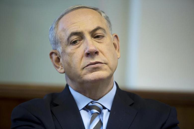 Israel's Prime Minister Benjamin Netanyahu attends the weekly cabinet meeting in Jerusalem January 5, 2014. REUTERS/Abir Sultan/Pool