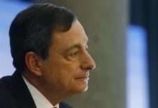 El presidente del Banco Central Europeo (BCE), Mario Draghi, durante la conferencia de prensa mensual del organismo en Fráncfort, ene 9 2014. El presidente del Banco Central Europeo (BCE), Mario Draghi, dijo el jueves que la zona euro podría atravesar por un período prolongado de baja inflación que, sin embargo, se movería luego hacia el objetivo de la entidad. REUTERS/Ralph Orlowski