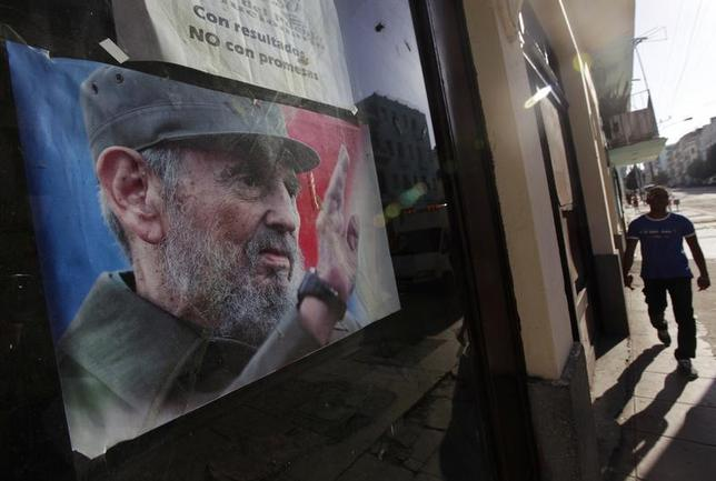 A man walks near a picture of Cuba's former leader Fidel Castro on a street in Havana April 11, 2013. REUTERS/Enrique De La Osa